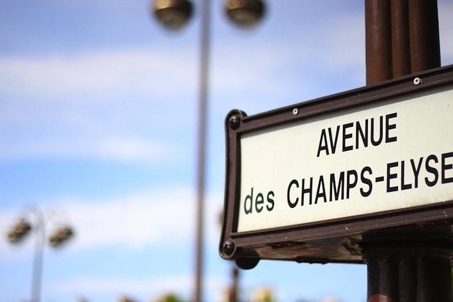 cartello champs elysee a parigi