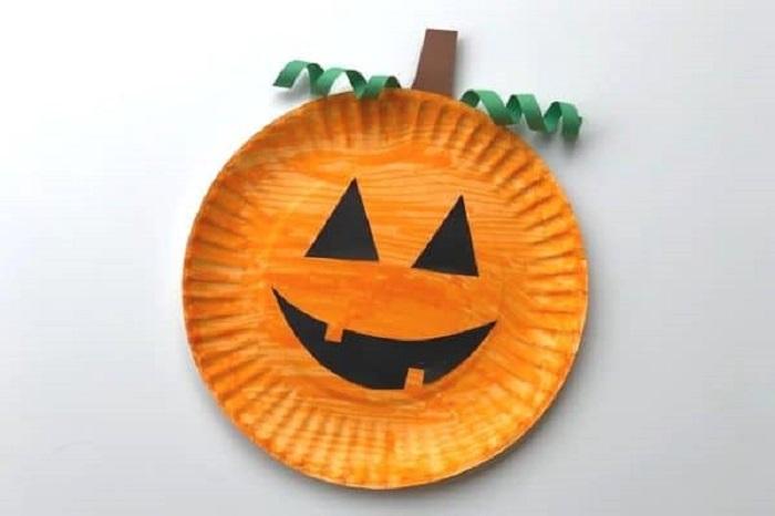 Zucca di Halloween, lavoretti con piatti di carta