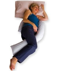 woman using DreamGenii support pillow