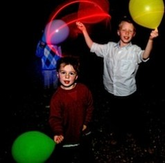 kids playing with illoom balloons