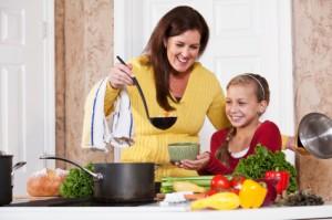 La mamma che cucina e accudisce non svilisce se stessa  Bambino Naturale