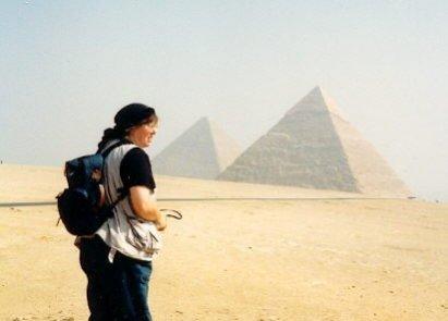 Ulrike bei den Pryamiden 1990