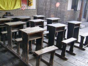 Pingyao Tempel Schulbänke
