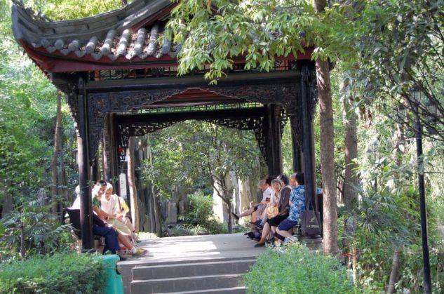 Im Garten des Wenshu Tempel