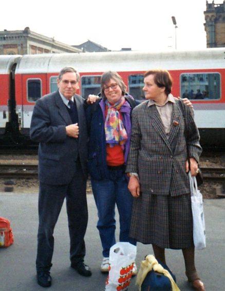 Mit meinen Eltern auf dem Bahnsteig am 06.04.1991. Warten auf den Zug nach Moskau