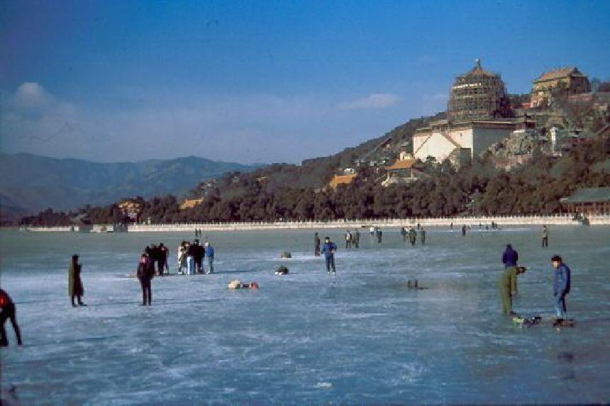 Der zugefrorene See beim Sommerpalast Peking 1988