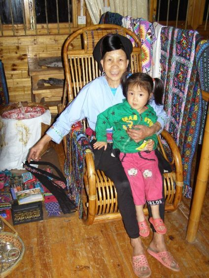 Yao Frau mit Enkel