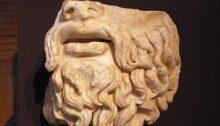 Fragment einer Statue