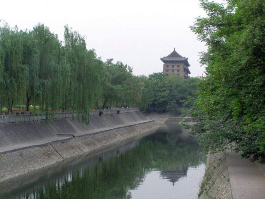Stadtmauer von Xi'an mit Wassergraben