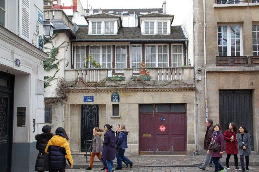 Montmartre: Reste des dörflichen Lebens und chinesische Touristen