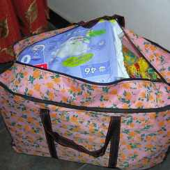 Frühchen Windeln für die Waisenkinder in China