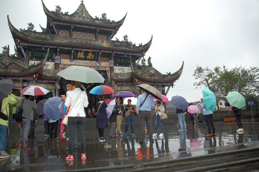 Dujiangyan bei Regen