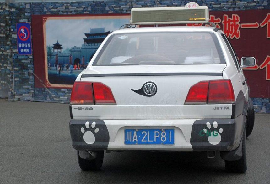 Panda Taxi in Dujiangyan - von hinten