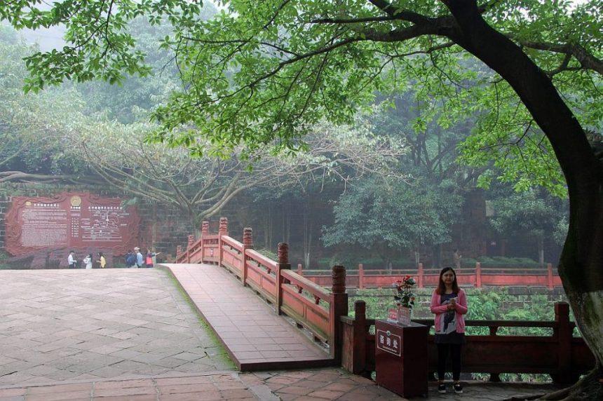 Oriental Buddha Capital - auf dem Weg zu den Höhlen
