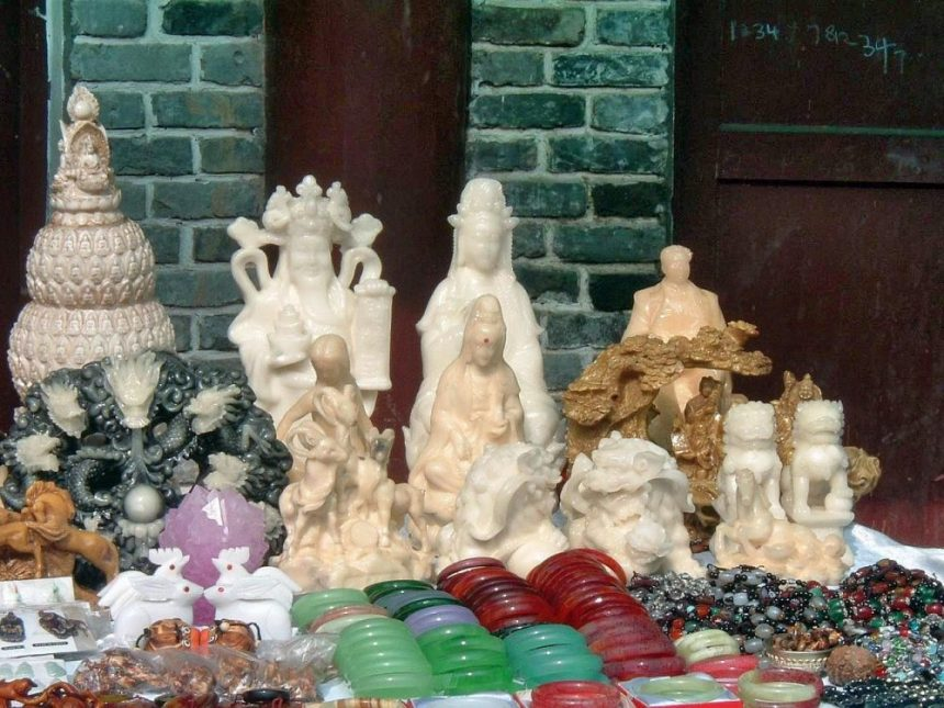 Mao und Buddha Chaos im Souvenirladen am Yangtze