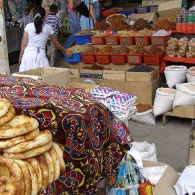 Auf dem Bazar von Osh