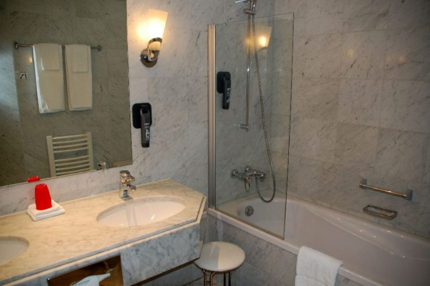 Dormero Hotel Rotes Ross Badezimmer