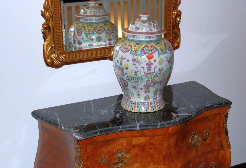 Chinesische Vase in der Lobby