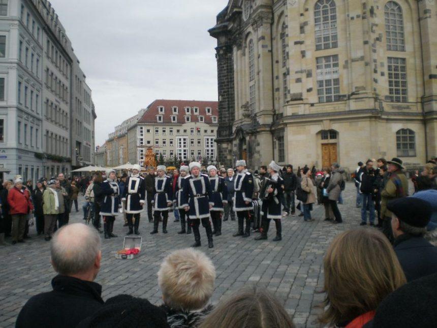 Russischer Chor auf dem Weihnachtsmarkt in Dresden 2009