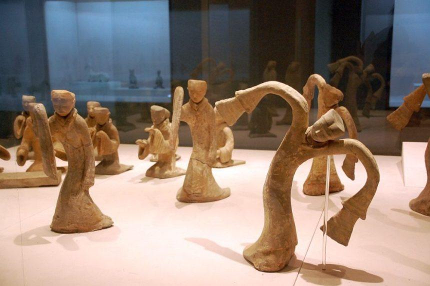 Tänzerinnen aus Ton