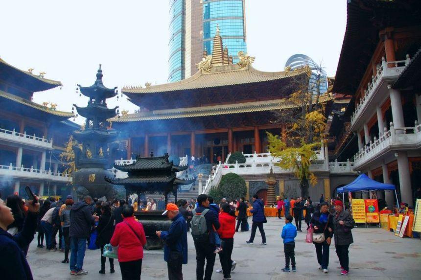 Jing'an Tempel Mahavira Halle und Hof