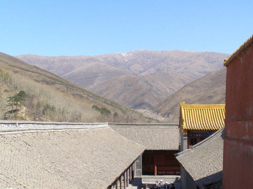 Wutaishan: Blick auf die Berge im Frühling.