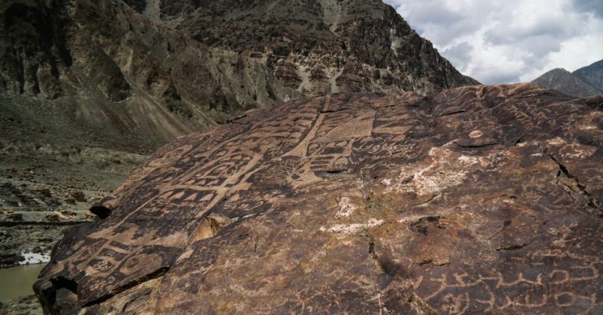 Petroglyphen am Karakorum Highway