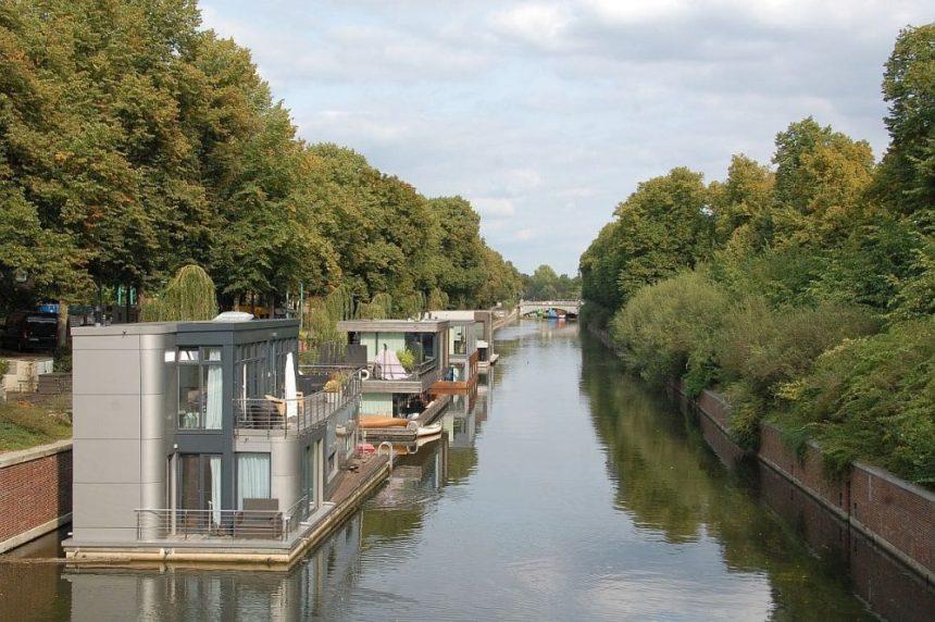 Hausboote auf dem Eilbek Kanal
