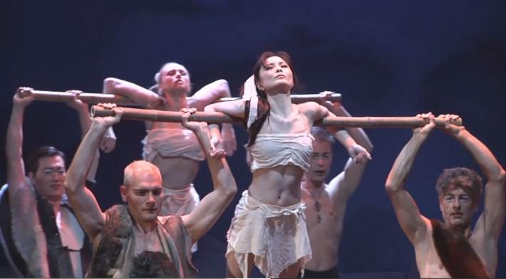 Bambusstangen-Buehnen-Bild-Theater-Coburg_3