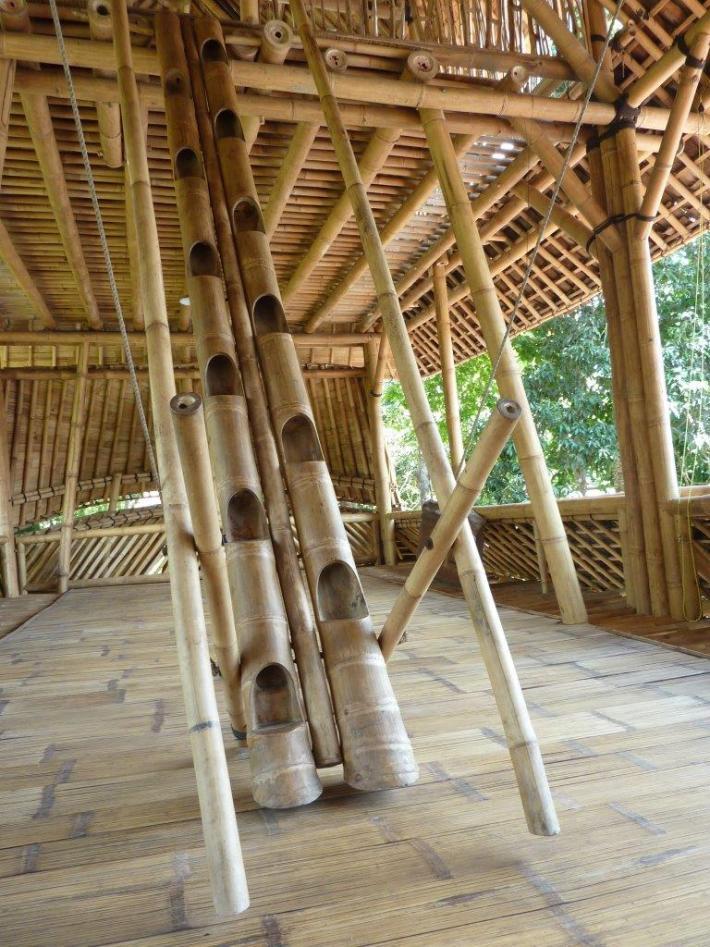 Sambatreppe aus Bambusrohr Petung mit Bambus-Geländer CONBAM