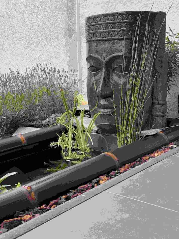 Buddha-Kopf mit dunklen Bambusrohren Wulung von CONBAM