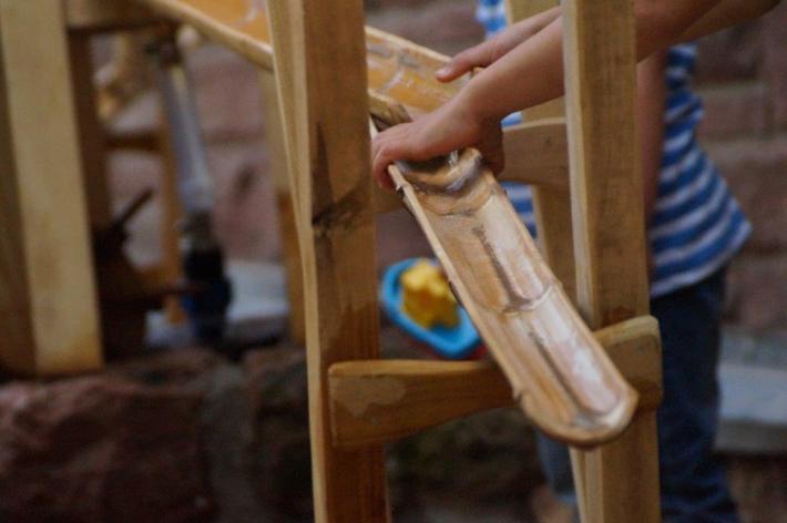 WASSERSPIEL Wasserrinne aus Bambus-Halbschale Spielplatz