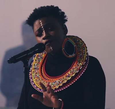 Amanda Black – Famous (Acoustic Version)