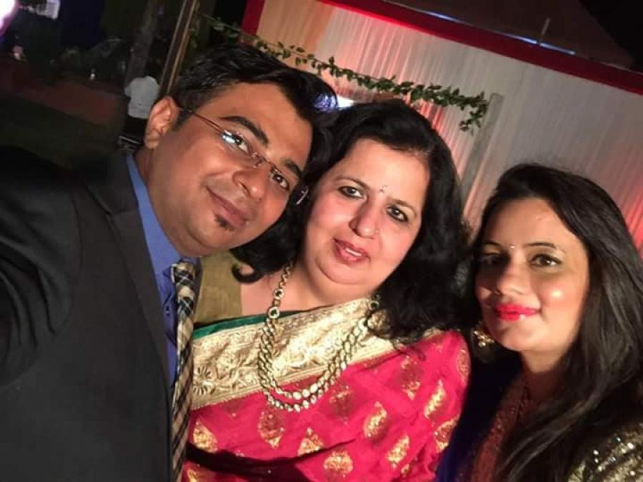 Supriya with her daughter Aakanksha Chadha Gandhi and son-in-law, Kumar Gandhi