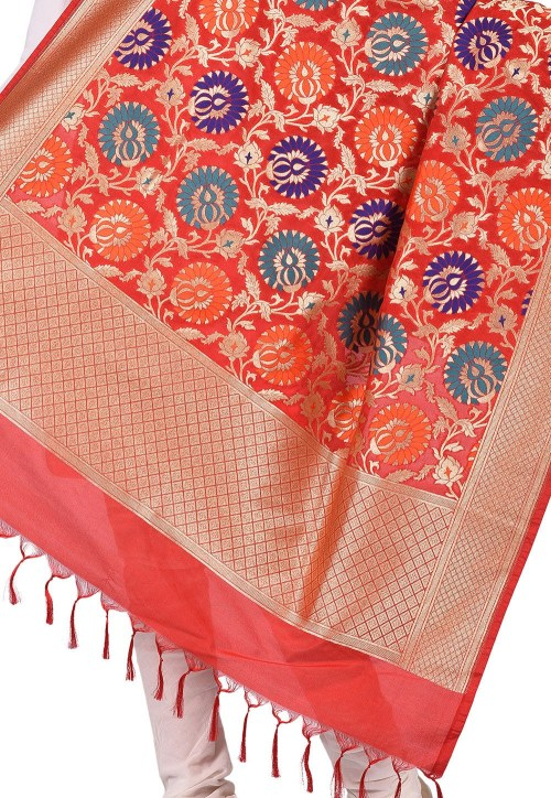 Woven Banarasi Art Silk Kimkhab Dupatta in Red 4