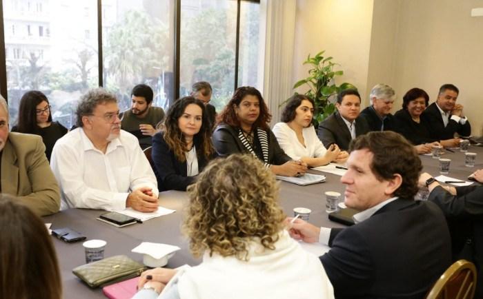 setor-que-mais-lucra-no-brasil-se-recusa-garantir-empregos-n_e5fc93ee33daa5b4c0b29303f157e4fb