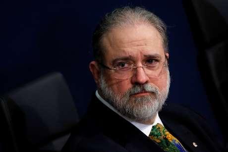 2020-06-10T204119Z_2_LYNXMPEG5922H_RTROPTP_4_BRAZIL-POLITICS