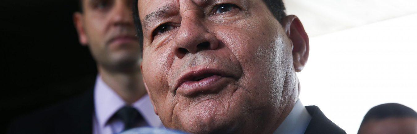 Presidente em exercício Hamilton Mourão fala à imprensa