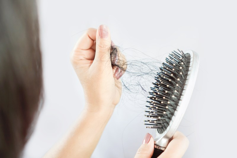 Queda de cabelo está entre sequelas da Covid-19, segundo especialistas