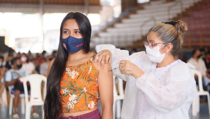 Manaus começa a vacinar contra a Covid-19 adolescentes de 12 a 17 anos com comorbidades na sexta-feira (13)