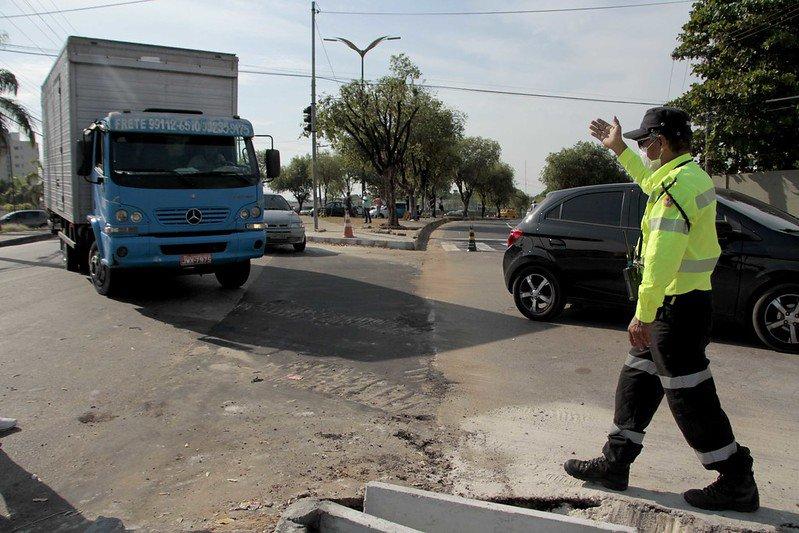 Veículos pesados são autuados em Manaus