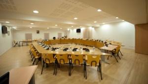 La salle du conseil avant les ébats, pardon, les débats...