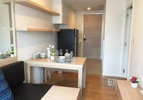 Condolette Light Convent – Bangkok condo for rent | 7 mins walk to Chong Nonsi-Saladaeng BTS | steps to shops, restaurants, cafes