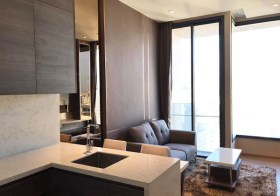 The Esse Asoke condo | 750 m. to Asoke BTS | 500-650 m. to Sukhumvit-Phetchaburi MRT | unobstructed view, east facing, washer/dryer