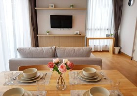 The Lumpini 24 – Sukhumvit condo for rent | shuttle service to Phrom Phong BTS | corner unit, nice + lake view | washer + fitted kitchen