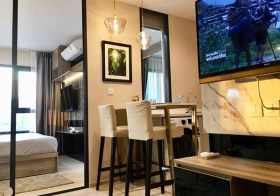 Life One Wireless condo | 650 m. to Phloen Chit BTS | 350 m. to British Embassy | gym, pool, garden, co-working space