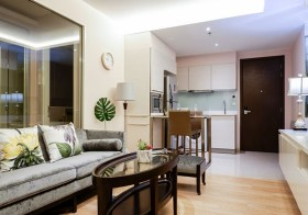 H Sukhumvit 43 condo | 850 m. to Phrom Phong BTS | bathtub + washer | unobstructed view + east facing | gym, pool, sky lounge