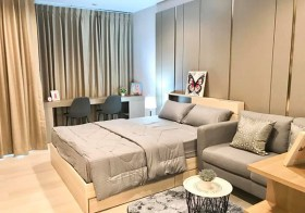 Life One Wireless condo | shuttle service to Ploenchit BTS | south-east facing | garden view | 900 m. to Ploenchit tower