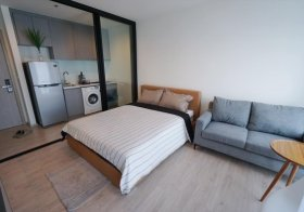 Rhythm Sukhumvit 36-38   Bangkok condo for rent   shuttle service to Thonglor BTS   separate kitchen with stove/hood   gym, pool, garden