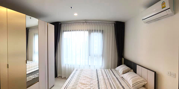 Life Asoke (ไลฟ์ อโศก) คอนโดให้เช่า – Bangkok condo for rent | 3 mins walk to Phetchaburi MRT (เพชรบุรี) & Makkasan airport rail link (มักกะสัน) | kitchen with hot plate, washing machine